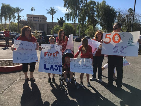 Kyrene de la Sierra Elementary teachers and their supporters