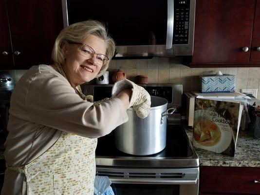 636579213414616061-Monika-Cooking.jpg