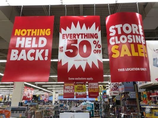 636580122765065827-ToysRUs-Wayne-store-signs.jpg