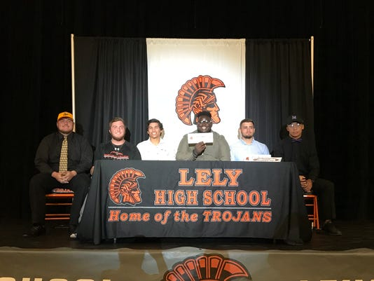 Lely spring signees