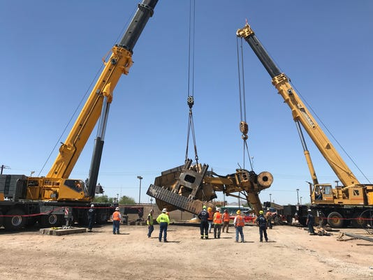 Lifting the Rig at Phoenix Sky Harbor International Airport