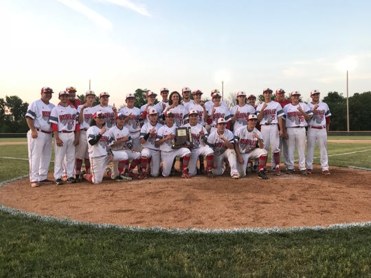Rossville celebrates its Class A Tri-County Sectional