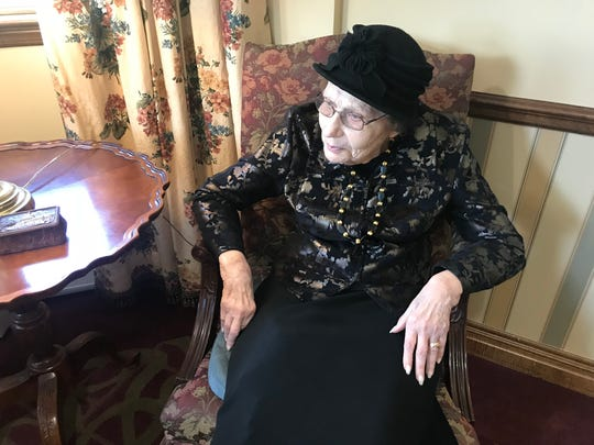 Rosalie Kallner, 86, lenjoys having young people do