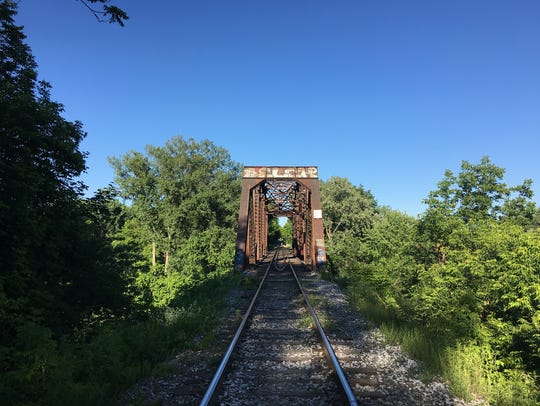 The so-called Blue Bridge, a double-truss railroad