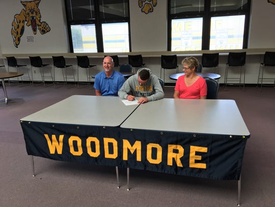 Woodmore's Mitchell Miller continues his basketball