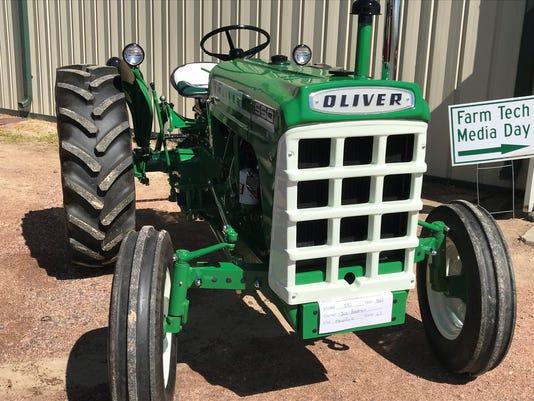 FTD-oliver-tractor-2.jpg