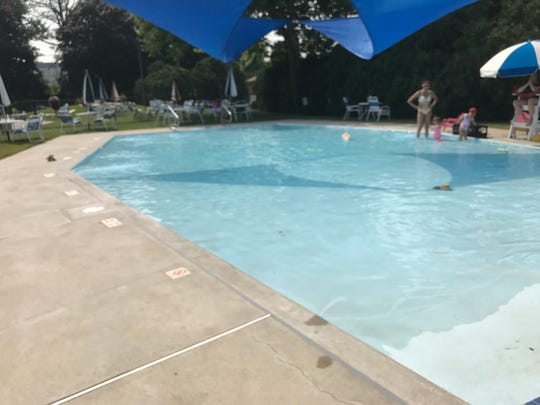 The swim club also features a kiddie pool with some small splash features.