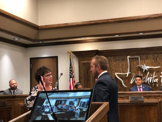 Wichita Falls City Clerk Marie Balthrop swears in interim District 3 Councilor Jeff Browning Tuesday morning. Browning was chosen out of seven candidates for the position.