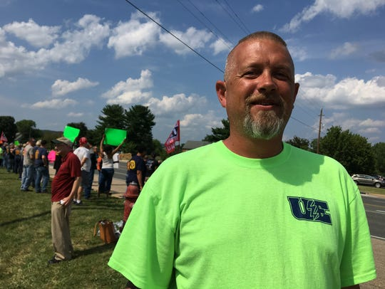 Wesley Henshaw, president of Local Union 123, joins