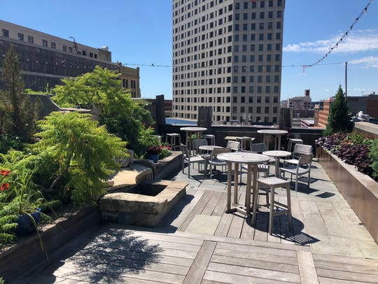 Hotel Metro's rooftop bar is called Zen on 7. It's