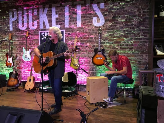 Dan Shafer and Barry Hackett perform at Connecting on the Square: Pickin' at Puckett's to benefit The Journey Home on Aug. 23, 2018.