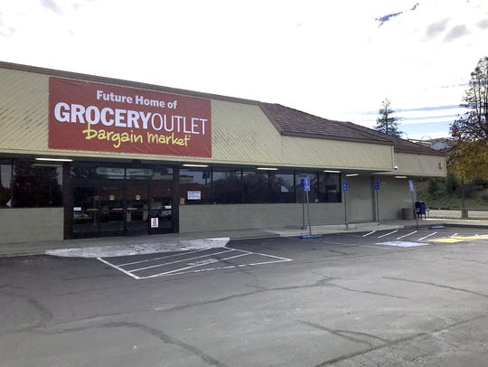 The sign announcing Grocery Outlet coming to the old