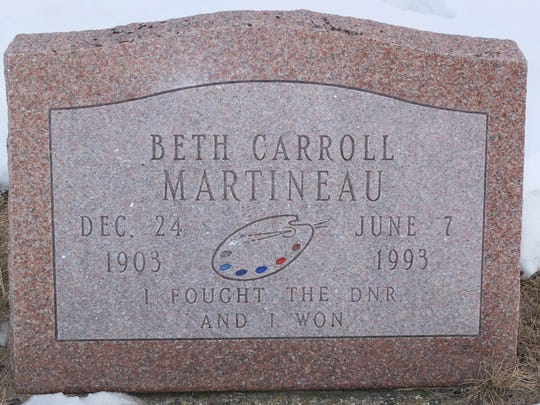 "The grave stone of Beth Carroll Martineau reads ""I"