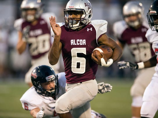 Alcoa's Kareem Rodriguez runs for yards against Maryville