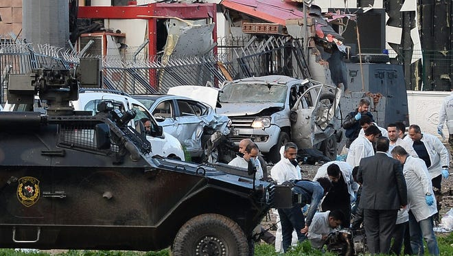 Turkish policemen secure the area after an explosion in Diyarbakir, Turkey, March 31, 2016. A car bomb attack against a police bus in southeast Turkey left at least seven people dead.