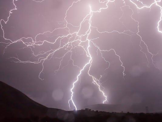 636622696817670585-lightning-storm-weather-sky-53459.jpeg