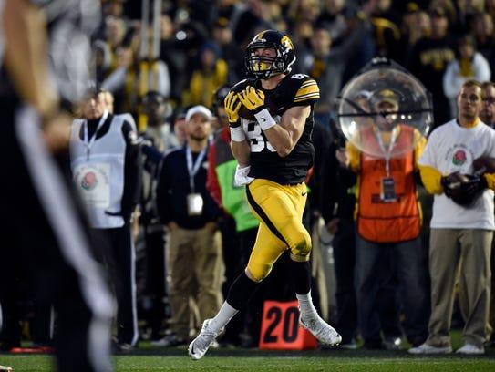 Iowa's top target in 2015, Matt VandeBerg kicked off