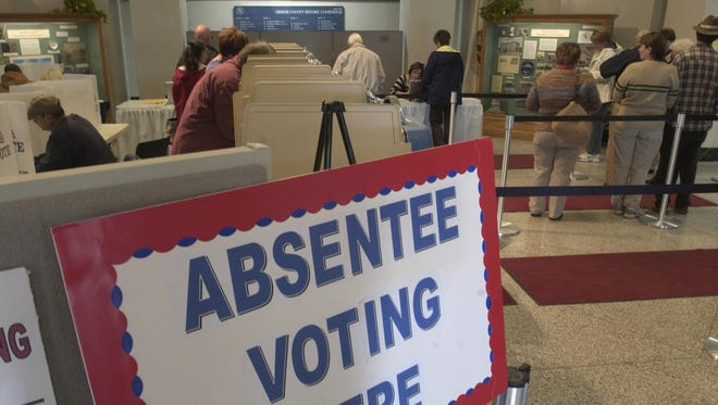 Absentee voters in the Greene County Courthouse rotunda.