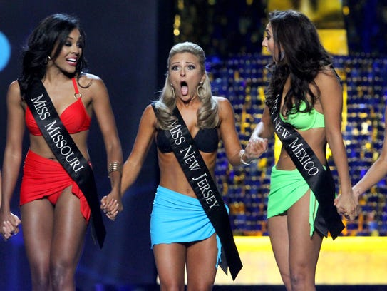 Miss New Jersey Kaitlyn Schoeffel (center) continues