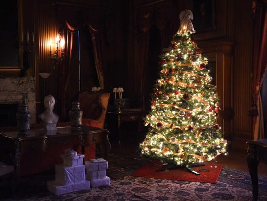 A view of a Christmas tree in the library of Mills