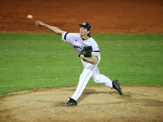 Breck Eichelberger pitches during Snow Canyon's 4-1
