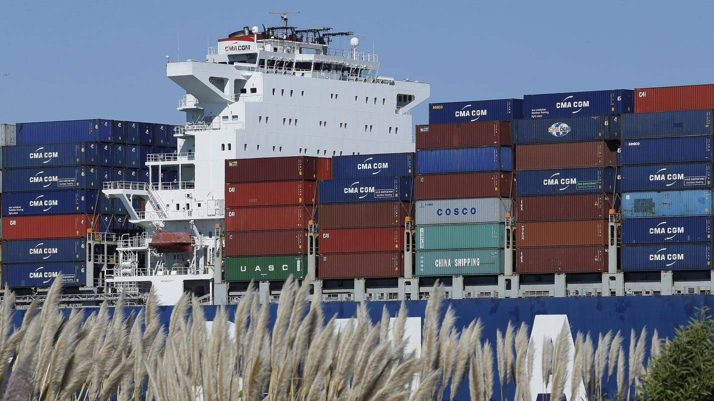 Trade deficit narrows to $42.4B in August