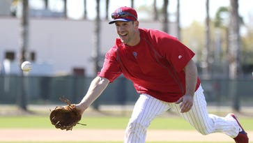 Cliff Lee suffers setback with left elbow injury