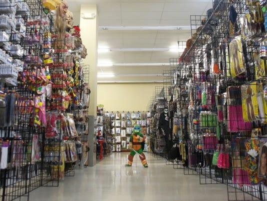APC Halloween store_100114_jlb0145.jpg