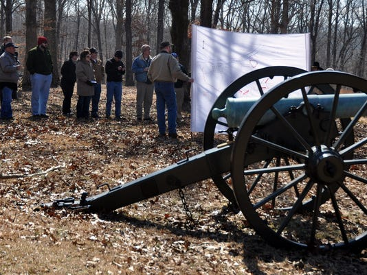 Ft Donelson cannon.JPG