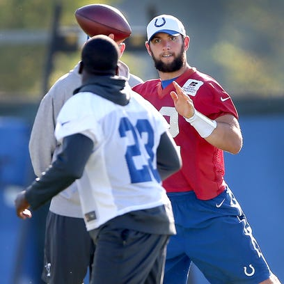 Indianapolis Colts quarterback Andrew Luck (12) tosses