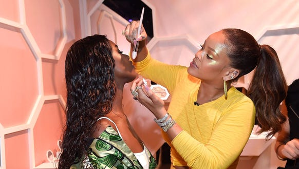 When a wife asked for a Fenty highlighter and brush from her husband for their anniversary, things took a (hysterical) twist for the worst!