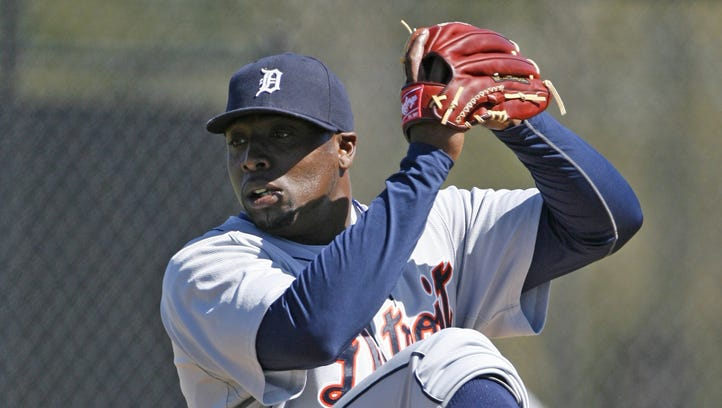 Dontrelle Willis throws live batting practice during  the Tigers spring training workout in Lakeland, FL on February 26, 2010.