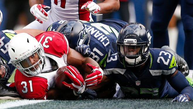 Dec 24, 2016; Seattle, WA, USA; Cardinals running back David Johnson (31) rushes for a touchdown against Seahawks free safety Steven Terrell (23) during the first quarter at CenturyLink Field.