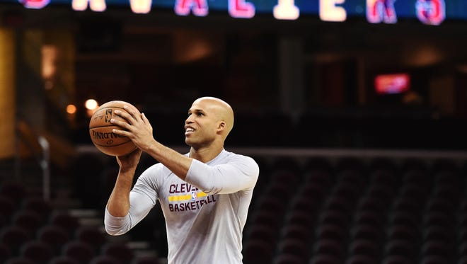 Cleveland Cavaliers forward Richard Jefferson warms up before a game against the Knicks.