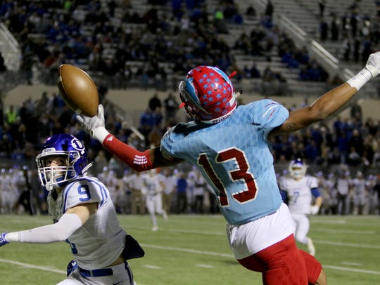 Hirschi's Javen Banks reaches for the passes in the