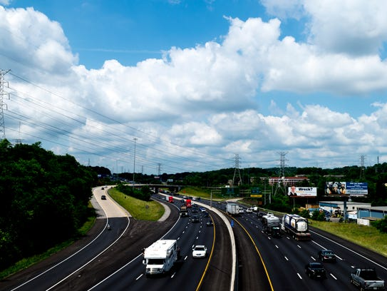 Traffic flows down I-40 in Knoxville, Tennessee on