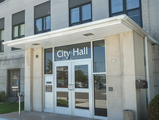 635515920770030128-Oshkosh-City-Hall-1-