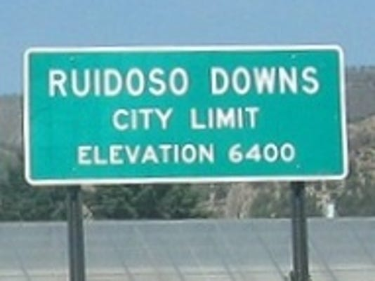 Sign for Ruidoso Downs entrance from east