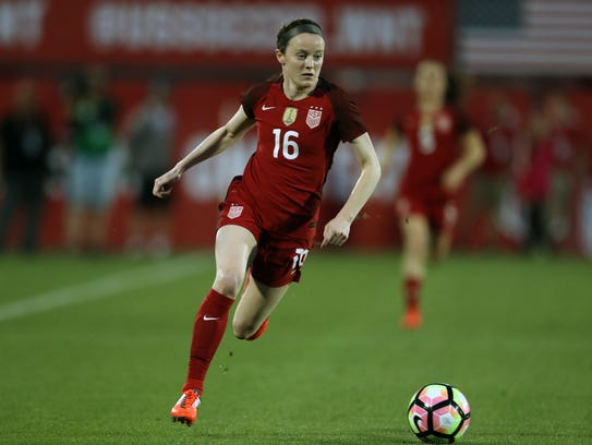 USA midfielder Rose Lavelle (16) controls the ball