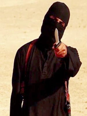 A masked militant holding a knife speaks to a camera  before U.S. free-lance writer Steven Sotloff was beheaded.
