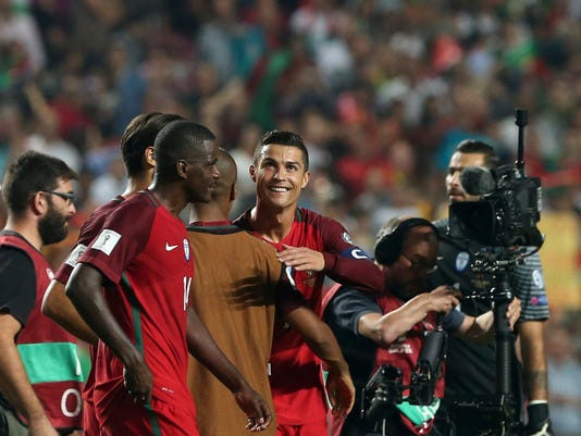 Portugal's Cristiano Ronaldo, center, celebrates with his teammates at the end of the World Cup Group B qualifying soccer match between Portugal and Switzerland at the Luz stadium in Lisbon, Tuesday, Oct. 10, 2017. (AP Photo/Armando Franca)