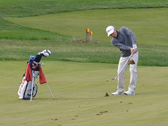 SPASH junior Evan Thomas qualified as an individual for the WIAA Division 1 state golf meet on Monday and Tuesday at University Ridge Golf Course in Madison.