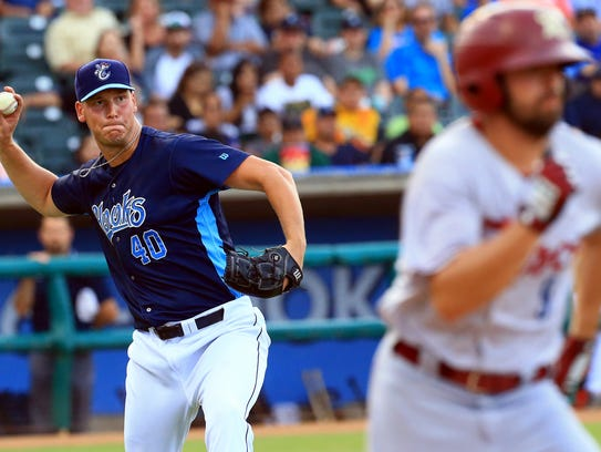 Hooks' Brock Dykxhoorn throws to first base against