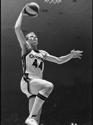 Kentucky Colonels player Dan Issel drives to the basket.   Nov. 13, 1974.