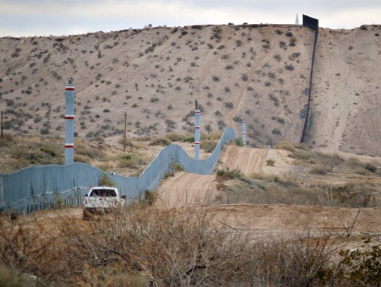 In this Jan. 4, 2016 photo, a U.S. Border Patrol agent