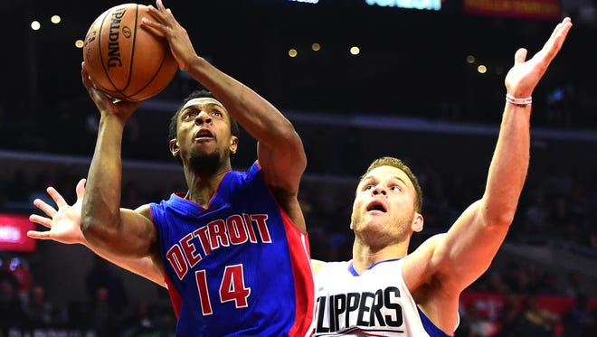 Pistons guard Ish Smith scores on Clippers forward Blake Griffin during the first half of the Pistons' 114-82 loss to the Clippers on Monday, Nov. 7, 2016 in Los Angeles.