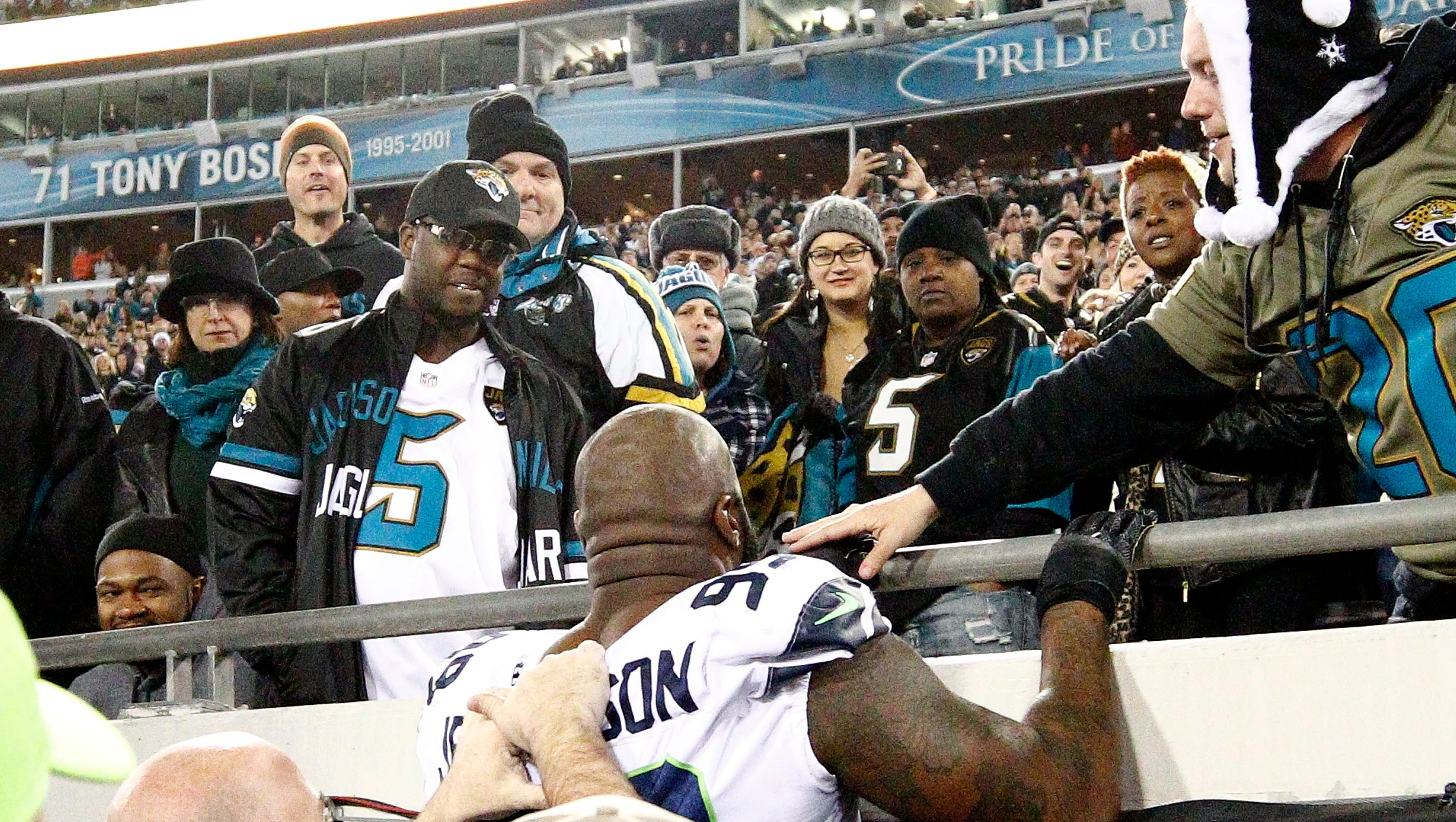 Jaguars ban four fans who threw objects in Seahawks game