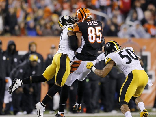 Cincinnati Bengals tight end Tyler Eifert is hit high
