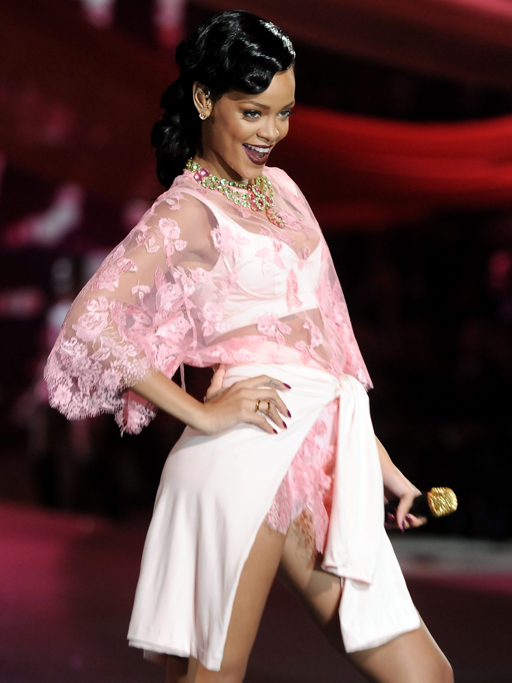 Rihanna S Style From Stage To Red Carpet