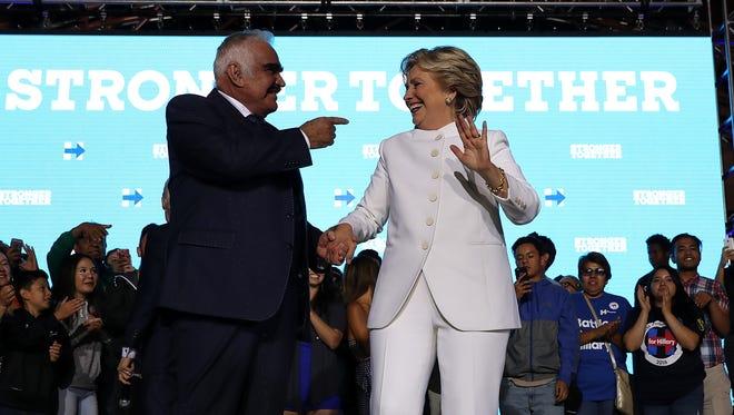 Hillary Clinton celebró su último debate al estilo muy mexicano, junto a Vicente Fernández, Los Tigres del Norte y Angélica María, a quienes tuvo de invitados en el Craig Ranch Regional Amphitheater de Las Vegas, el pasado 19 de octubre de 2016.